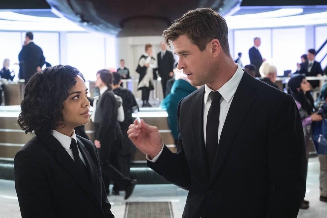 """Phần phim mới """"Men In Black"""" do """"Thần Sấm"""" Chris Hemsworth đóng chính có gì đáng xem? - Ảnh 1."""