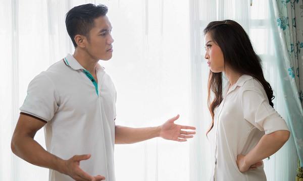 Lỡ miệng chê vợ xấu hơn cô hàng xóm, ông chồng dại dột nhận ngay đòn ghen có một không hai - Ảnh 2.