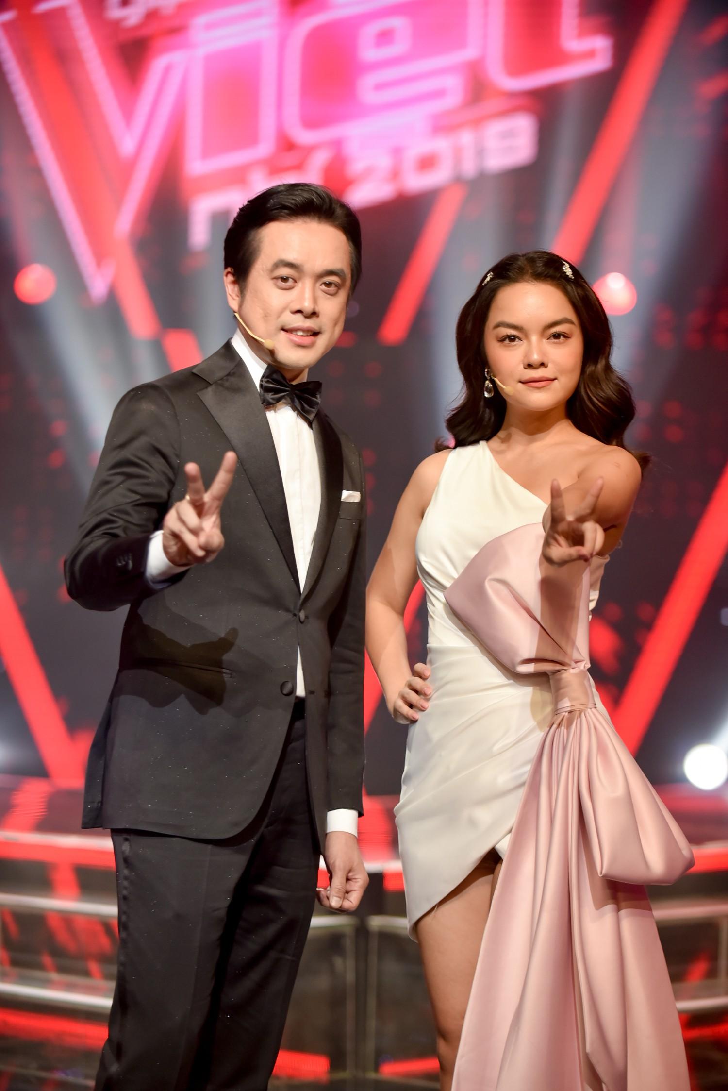 Vượt bão ồn ào ly hôn, Phạm Quỳnh Anh làm HLV The Voice Kids, ngồi ghế nóng cùng Dương Khắc Linh  - Ảnh 1.