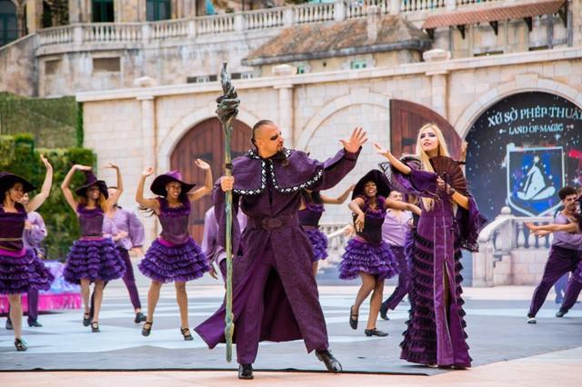 Vũ hội Ánh Dương - ấn tượng trong từng bộ trang phục cầu kỳ - Ảnh 7.