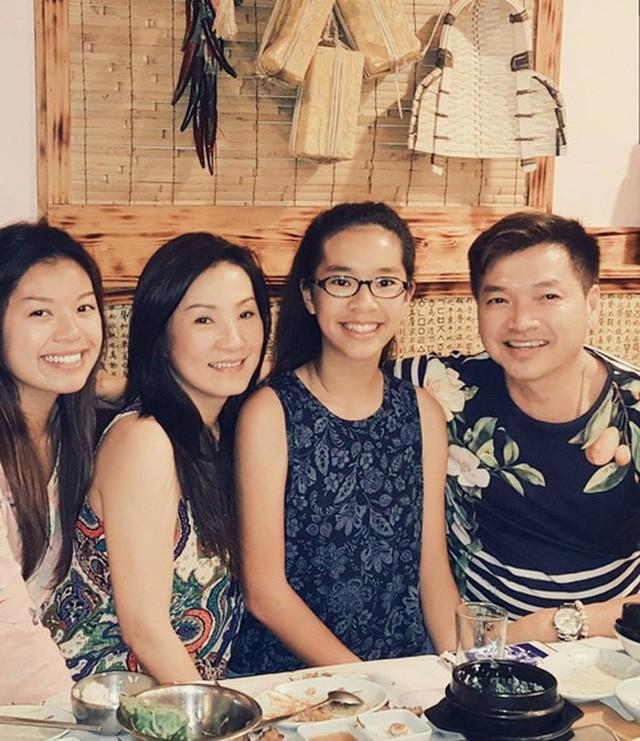 Gia đình hạnh phúc của nghệ sĩ Hồng Đào