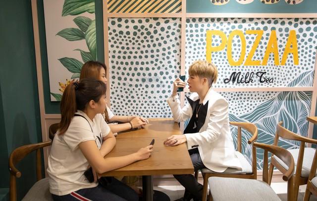 ĐứcPhúc họp fan tại một quán trà sữa xinh xắn - Ảnh 2.