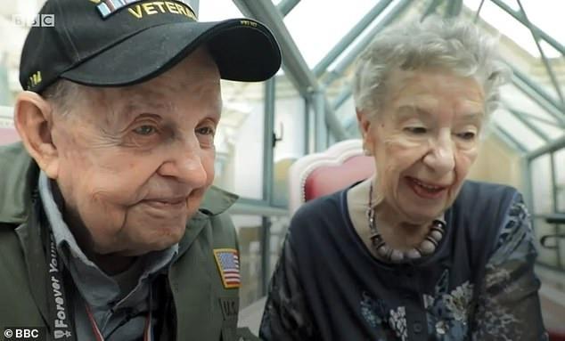 Màn tái ngộ lay động cả thế giới hôm nay: Tình yêu được viết tiếp sau 75 năm xa cách của chàng lính Mỹ và cô gái miền quê nước Pháp - Ảnh 3.