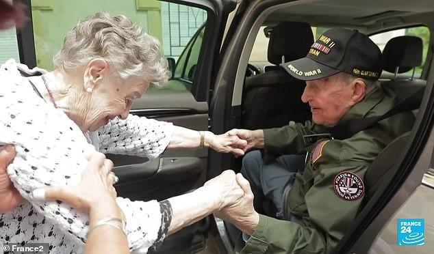 Màn tái ngộ lay động cả thế giới hôm nay: Tình yêu được viết tiếp sau 75 năm xa cách của chàng lính Mỹ và cô gái miền quê nước Pháp - Ảnh 4.