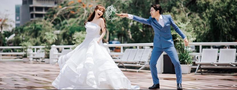 """Hot youtuber Cris Phan chính thức lên xe hoa, đám cưới đã """"siêu to, siêu khổng lồ"""" mặt chú rể còn biểu cảm như đang livestream thế này - Ảnh 3."""