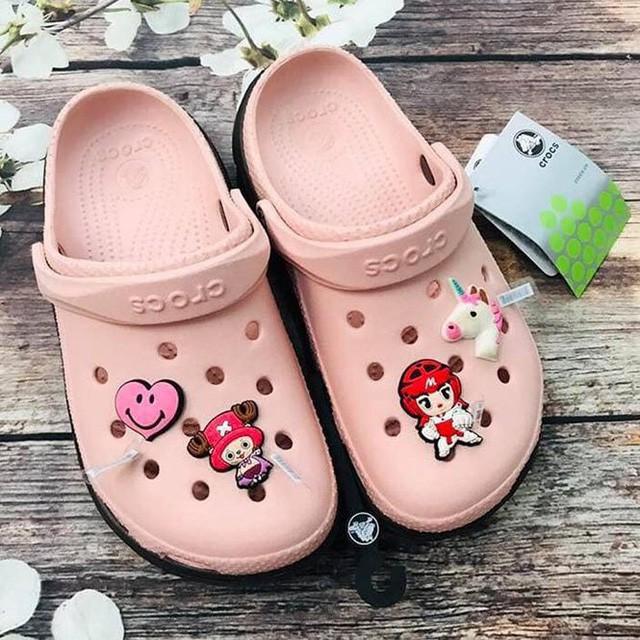 Giày dép kiểu mới gắn hình thú trang trí hút người dân Sài Gòn - Ảnh 11.