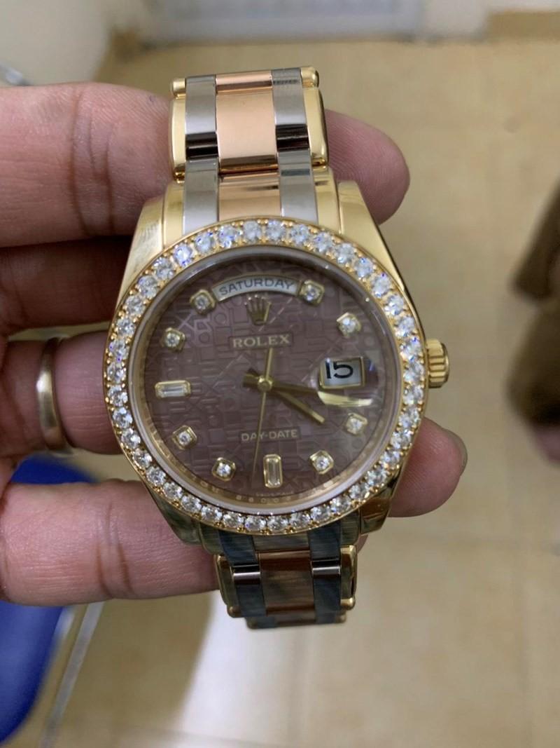 Mua đồng hồ Rolex 900 triệu đồng bằng phiếu chuyển tiền giả - Ảnh 1.