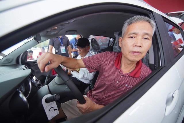 VinFast bàn giao hàng trăm xe ô tô Fadil, khách hàng tự hào: Người Việt dùng hàng Việt! - Ảnh 8.