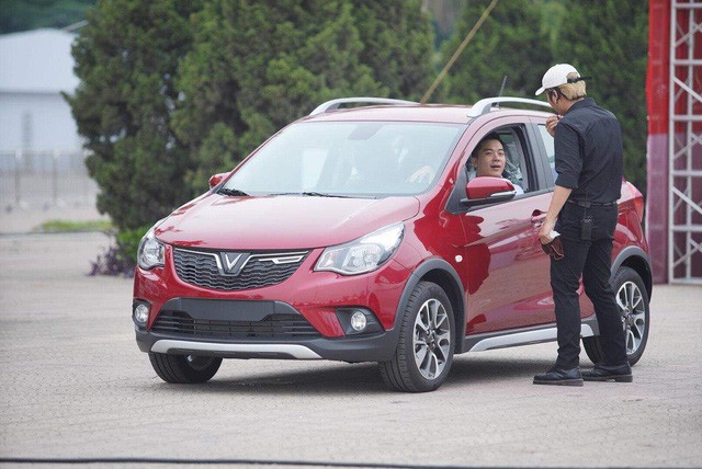 VinFast bàn giao hàng trăm xe ô tô Fadil, khách hàng tự hào: Người Việt dùng hàng Việt! - Ảnh 9.
