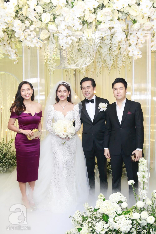 Vợ chồng Thu Minh, ca sĩ Noo Phước Thịnh, Lê Hiếu, Thu Thủy và dàn sao khủng showbiz tụ hội về đám cưới Dương Khắc Linh - Sara Lưu - Ảnh 4.