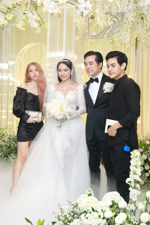 Vợ chồng Thu Minh, ca sĩ Noo Phước Thịnh, Lê Hiếu, Thu Thủy và dàn sao khủng showbiz tụ hội về đám cưới Dương Khắc Linh - Sara Lưu - Ảnh 6.