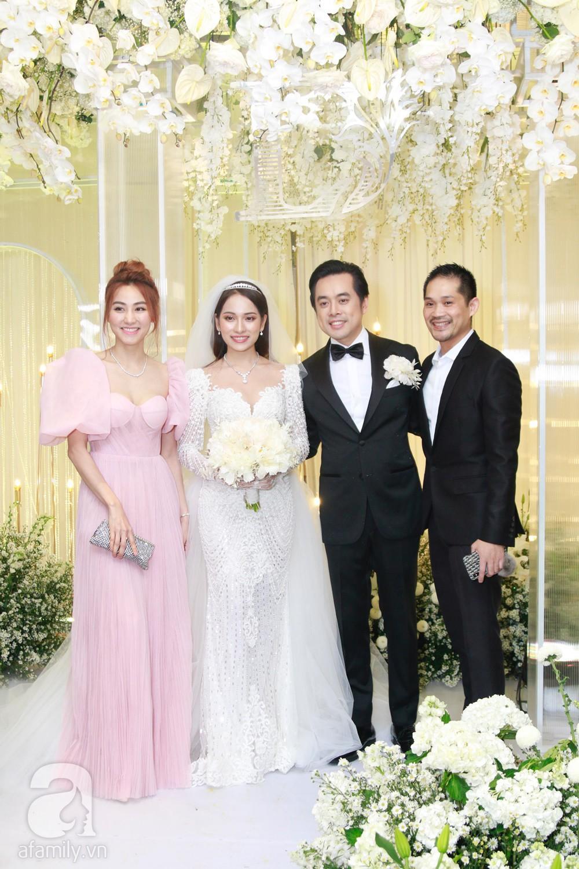 Vợ chồng Thu Minh, ca sĩ Noo Phước Thịnh, Lê Hiếu, Thu Thủy và dàn sao khủng showbiz tụ hội về đám cưới Dương Khắc Linh - Sara Lưu - Ảnh 21.