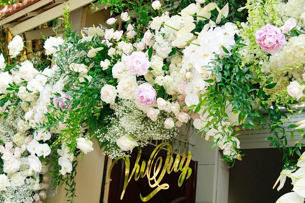 Trực tiếp đám cưới Dương Khắc Linh - Sara Lưu: Nhà cô dâu bày tiệc hoa giản dị, không phô trương - Ảnh 1.