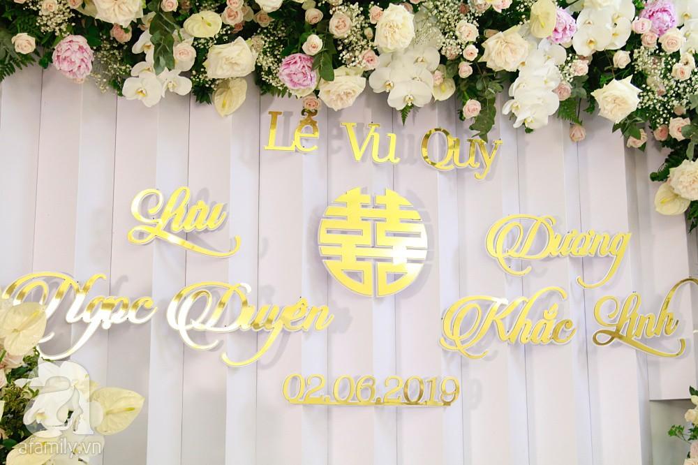 Trực tiếp đám cưới Dương Khắc Linh - Sara Lưu: Nhà cô dâu bày tiệc hoa giản dị, không phô trương - Ảnh 8.