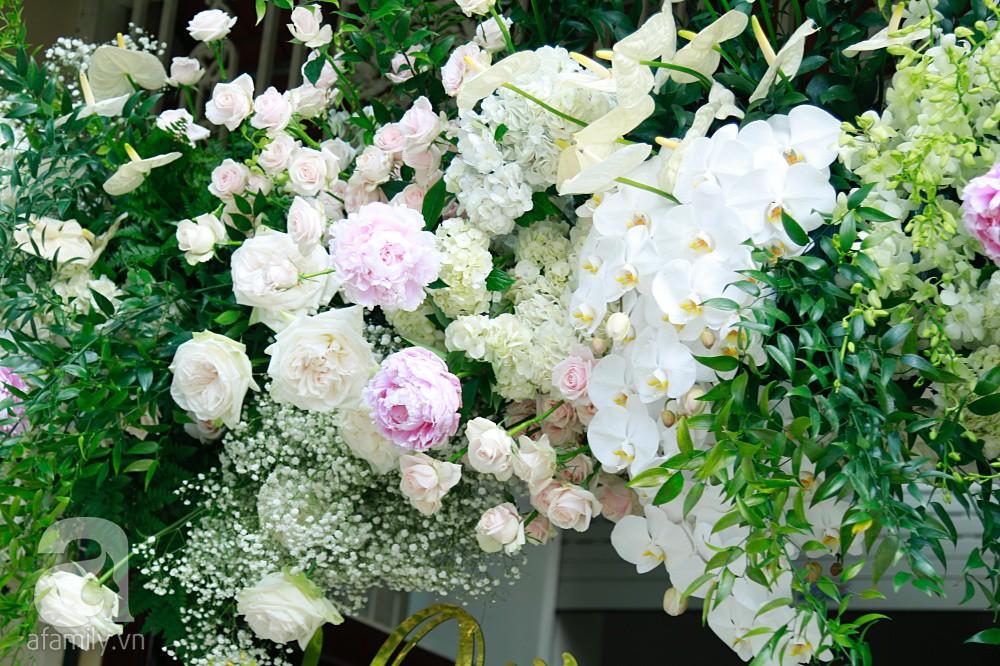 Trực tiếp đám cưới Dương Khắc Linh - Sara Lưu: Nhà cô dâu bày tiệc hoa giản dị, không phô trương - Ảnh 14.