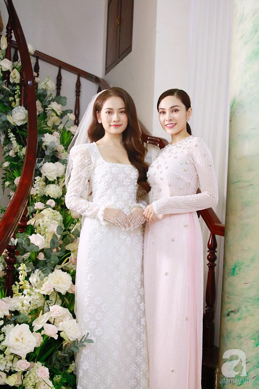 Đám cưới Dương Khắc Linh - Sara Lưu: Cô dâu xuất hiện cùng chị gái và bố mẹ ruột - Ảnh 1.