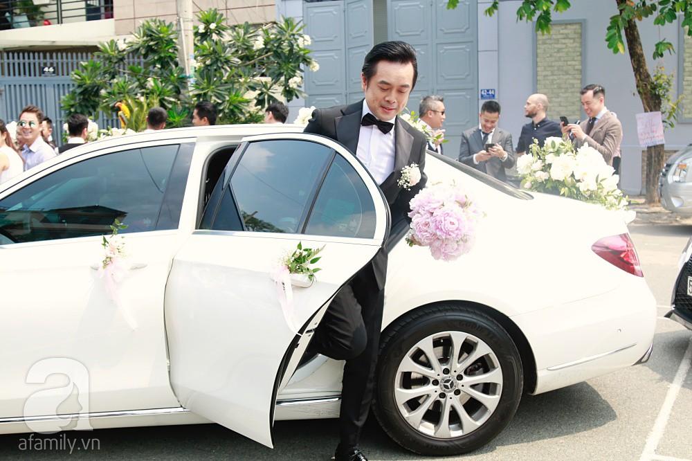 Đám cưới Dương Khắc Linh - Sara Lưu: Đoàn xe sang màu trắng tới rước dâu, mẹ chú rể trao nhiều trang sức quý cho cô dâu làm của hồi môn - Ảnh 5.