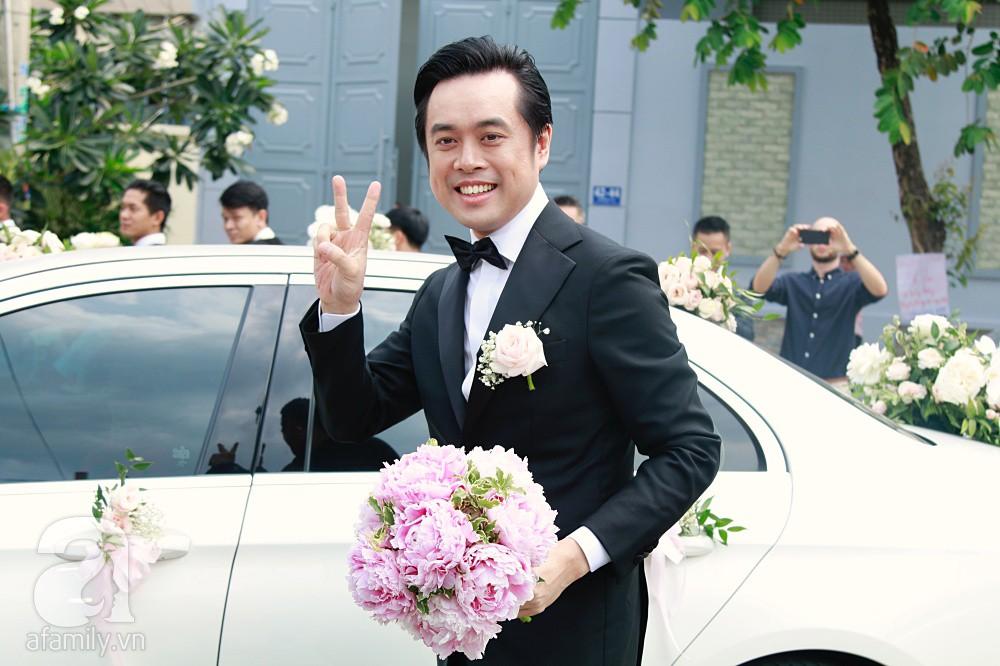 Đám cưới Dương Khắc Linh - Sara Lưu: Đoàn xe sang màu trắng tới rước dâu, mẹ chú rể trao nhiều trang sức quý cho cô dâu làm của hồi môn - Ảnh 6.