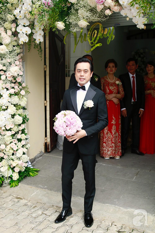 Đám cưới Dương Khắc Linh - Sara Lưu: Đoàn xe sang màu trắng tới rước dâu, mẹ chú rể trao nhiều trang sức quý cho cô dâu làm của hồi môn - Ảnh 10.