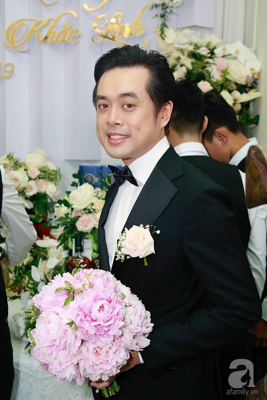 Đám cưới Dương Khắc Linh - Sara Lưu: Đoàn xe sang màu trắng tới rước dâu, mẹ chú rể trao nhiều trang sức quý cho cô dâu làm của hồi môn - Ảnh 12.