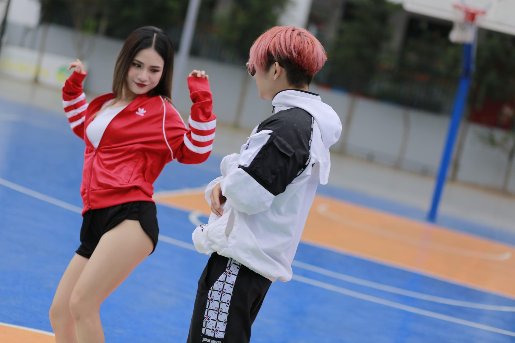 Vừa trở lại sau thời gian yên ắng vì scandal, Hoàng Tôn đã mê đắm gái trẻ thế này  - Ảnh 3.