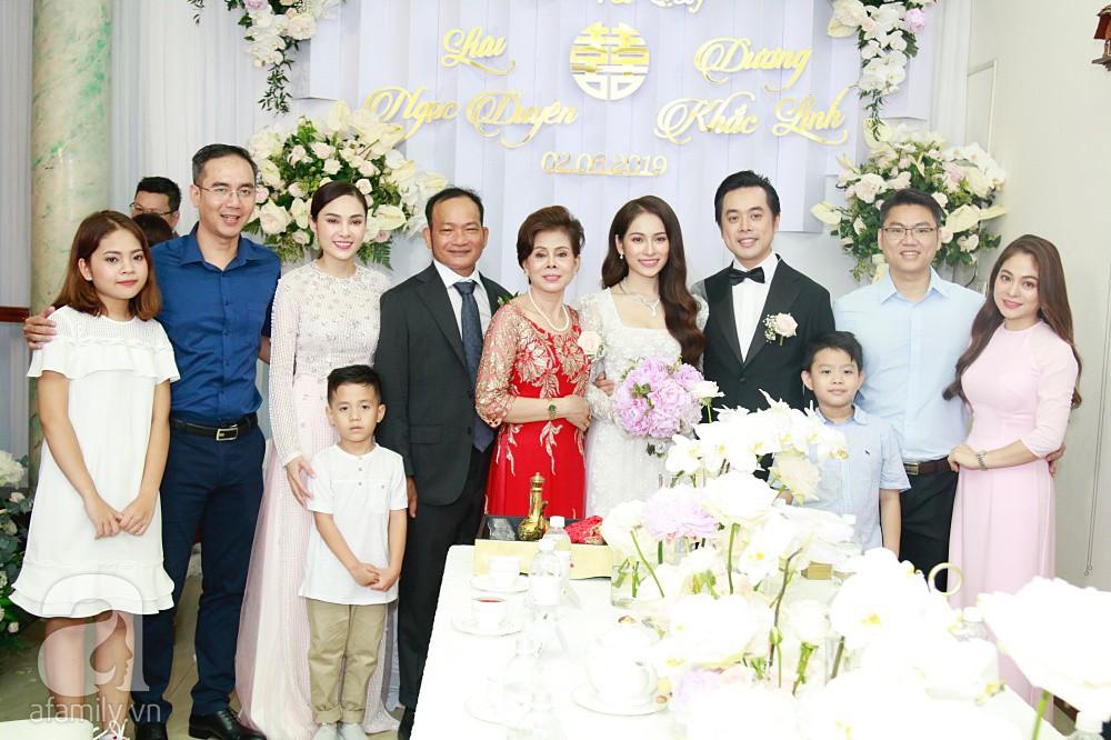 Đám cưới Dương Khắc Linh - Sara Lưu: Cô dâu chú rể hôn nhau say đắm, vui vẻ đùa giỡn kiểu Hàn Quốc như chốn không người - Ảnh 3.