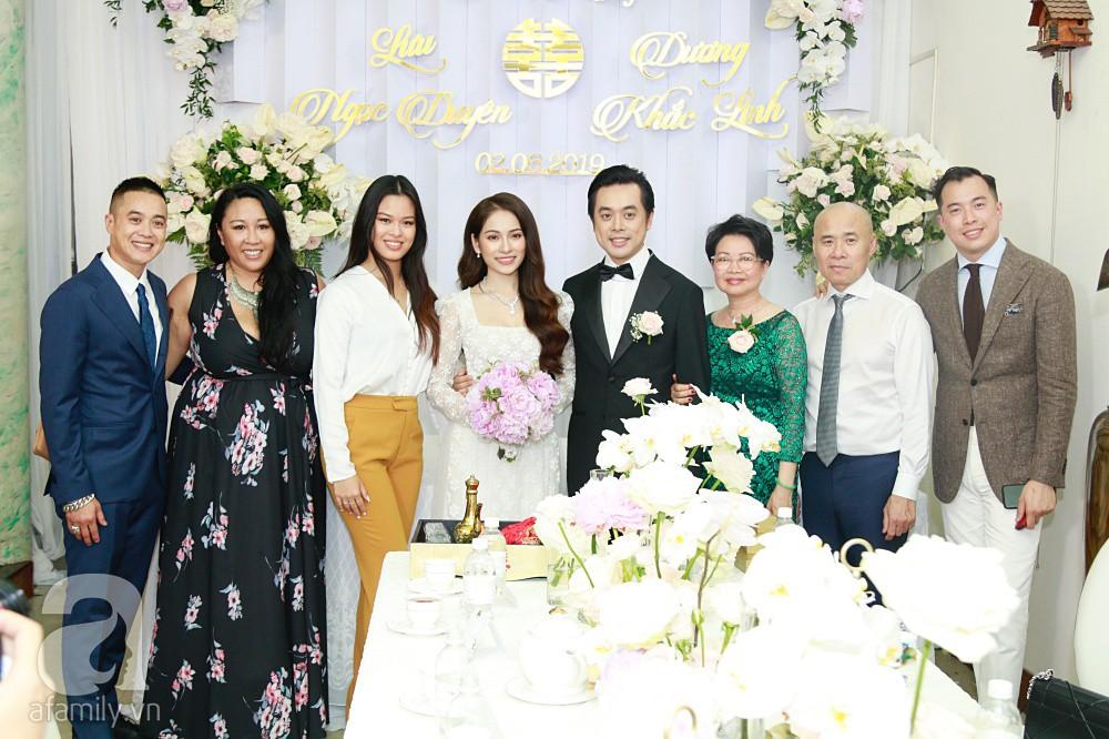 Đám cưới Dương Khắc Linh - Sara Lưu: Cô dâu chú rể hôn nhau say đắm, vui vẻ đùa giỡn kiểu Hàn Quốc như chốn không người - Ảnh 4.