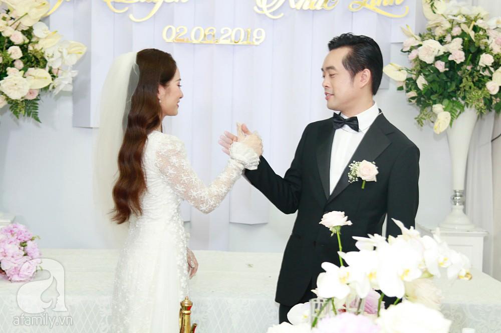 Đám cưới Dương Khắc Linh - Sara Lưu: Cô dâu chú rể hôn nhau say đắm, vui vẻ đùa giỡn kiểu Hàn Quốc như chốn không người - Ảnh 5.