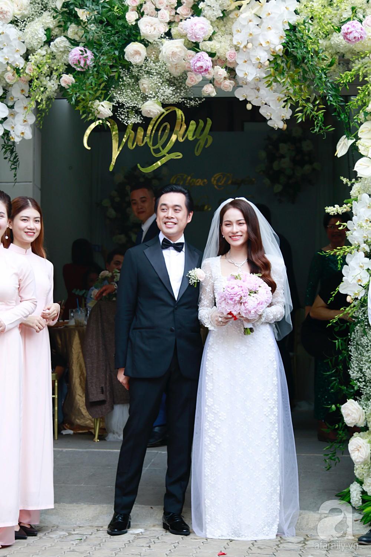Đám cưới Dương Khắc Linh - Sara Lưu: Cô dâu chú rể hôn nhau say đắm, vui vẻ đùa giỡn kiểu Hàn Quốc như chốn không người - Ảnh 9.