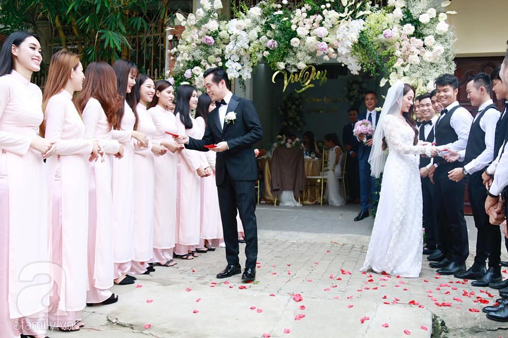 Đám cưới Dương Khắc Linh - Sara Lưu: Cô dâu chú rể hôn nhau say đắm, vui vẻ đùa giỡn kiểu Hàn Quốc như chốn không người - Ảnh 10.