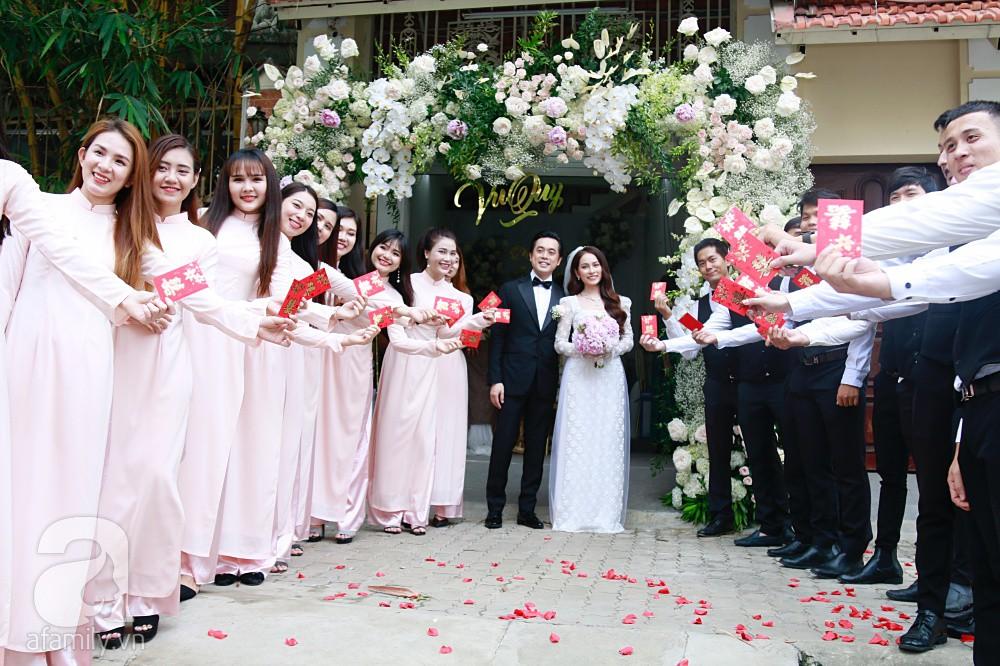 Đám cưới Dương Khắc Linh - Sara Lưu: Cô dâu chú rể hôn nhau say đắm, vui vẻ đùa giỡn kiểu Hàn Quốc như chốn không người - Ảnh 11.