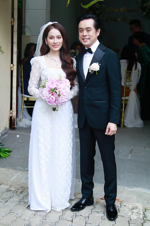 Đám cưới Dương Khắc Linh - Sara Lưu: Cô dâu chú rể hôn nhau say đắm, vui vẻ đùa giỡn kiểu Hàn Quốc như chốn không người - Ảnh 15.