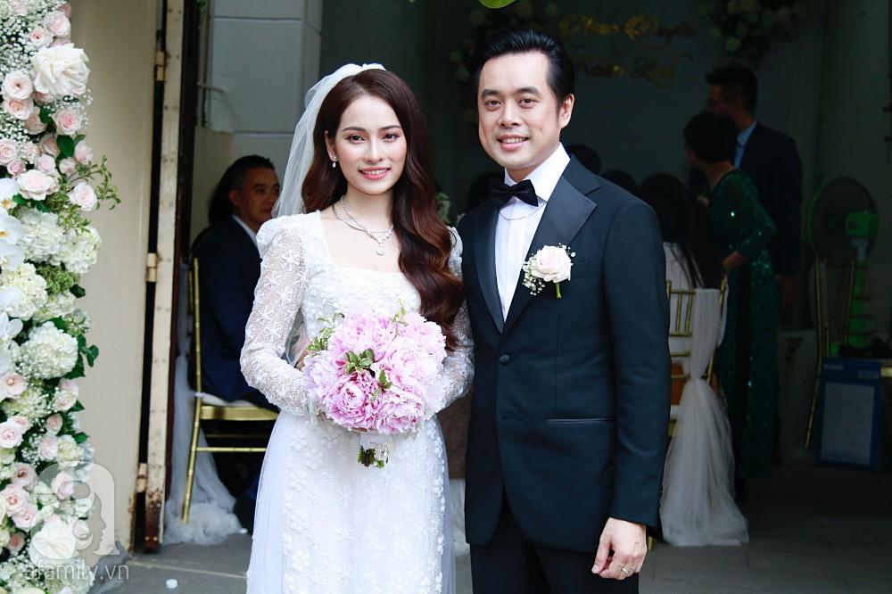 Đám cưới Dương Khắc Linh - Sara Lưu: Cô dâu chú rể hôn nhau say đắm, vui vẻ đùa giỡn kiểu Hàn Quốc như chốn không người - Ảnh 16.