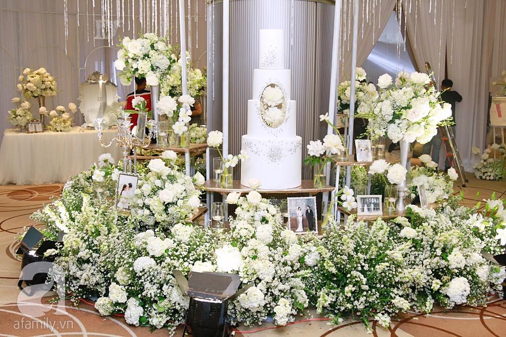 Cận cảnh không gian tiệc cưới xa hoa với thực đơn 5 sao đắt đỏ và hoa tươi tiền tỷ của Dương Khắc Linh - Sara Lưu - Ảnh 4.