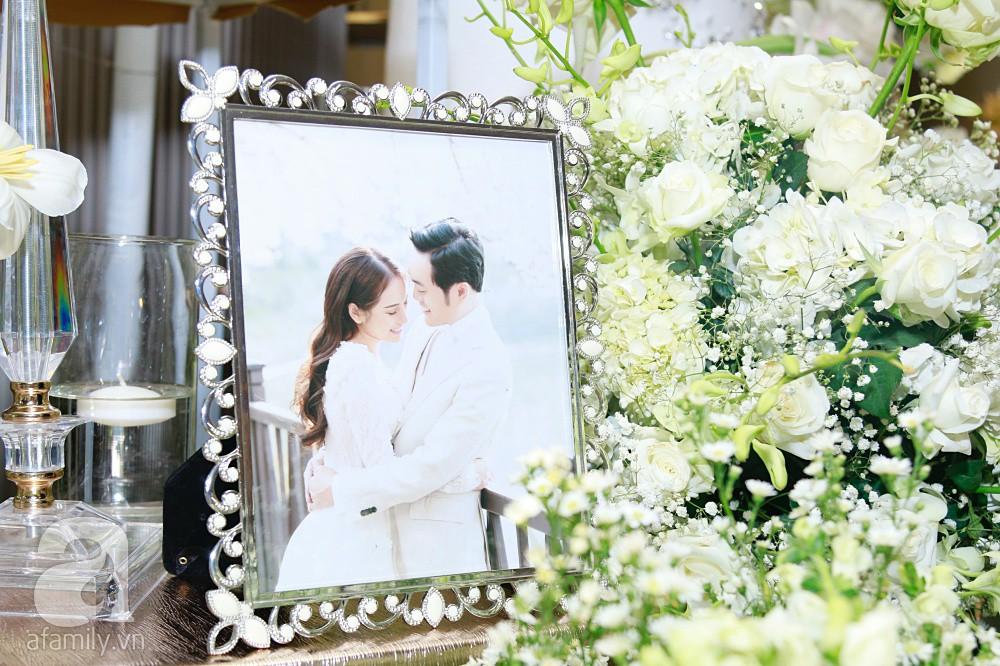 Cận cảnh không gian tiệc cưới xa hoa với thực đơn 5 sao đắt đỏ và hoa tươi tiền tỷ của Dương Khắc Linh - Sara Lưu - Ảnh 8.