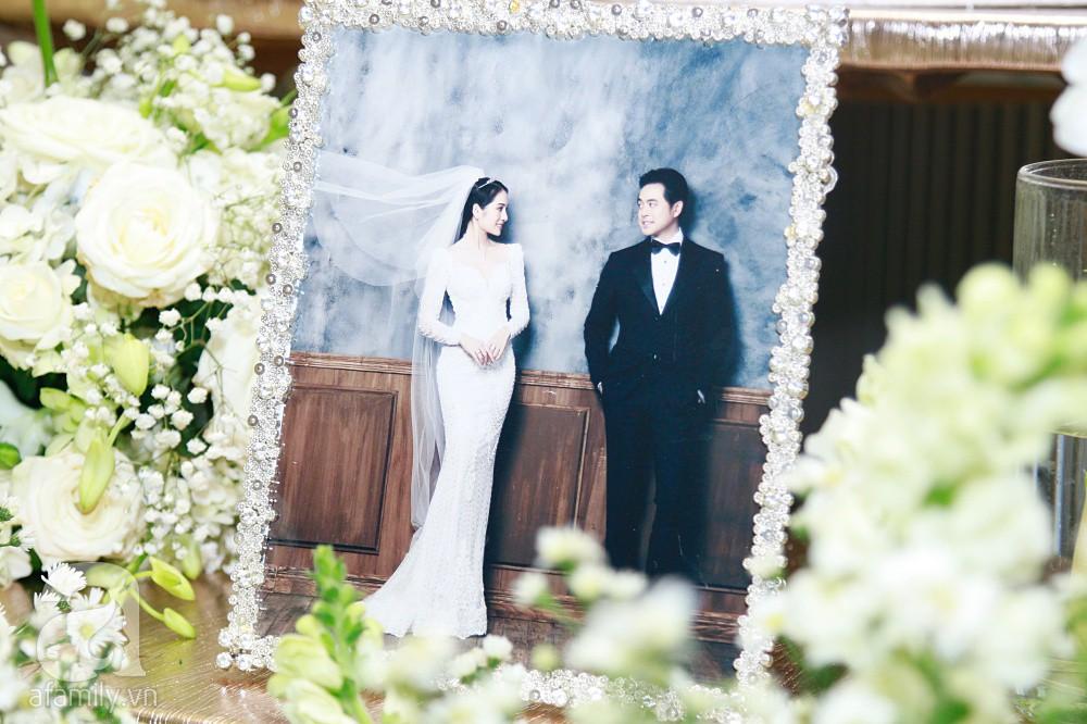 Cận cảnh không gian tiệc cưới xa hoa với thực đơn 5 sao đắt đỏ và hoa tươi tiền tỷ của Dương Khắc Linh - Sara Lưu - Ảnh 9.
