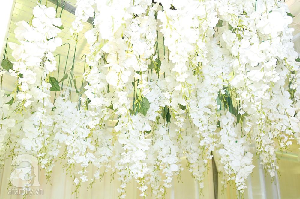 Cận cảnh không gian tiệc cưới xa hoa với thực đơn 5 sao đắt đỏ và hoa tươi tiền tỷ của Dương Khắc Linh - Sara Lưu - Ảnh 10.