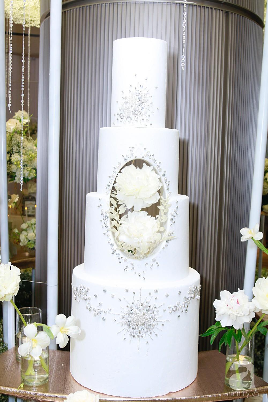 Cận cảnh không gian tiệc cưới xa hoa với thực đơn 5 sao đắt đỏ và hoa tươi tiền tỷ của Dương Khắc Linh - Sara Lưu - Ảnh 12.