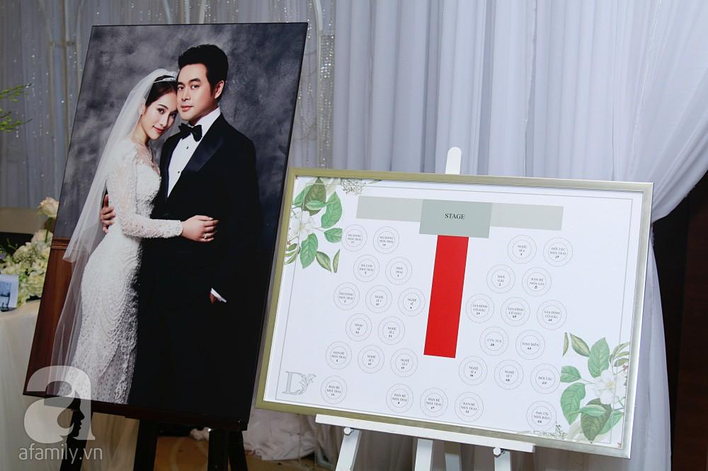 Cận cảnh không gian tiệc cưới xa hoa với thực đơn 5 sao đắt đỏ và hoa tươi tiền tỷ của Dương Khắc Linh - Sara Lưu - Ảnh 13.