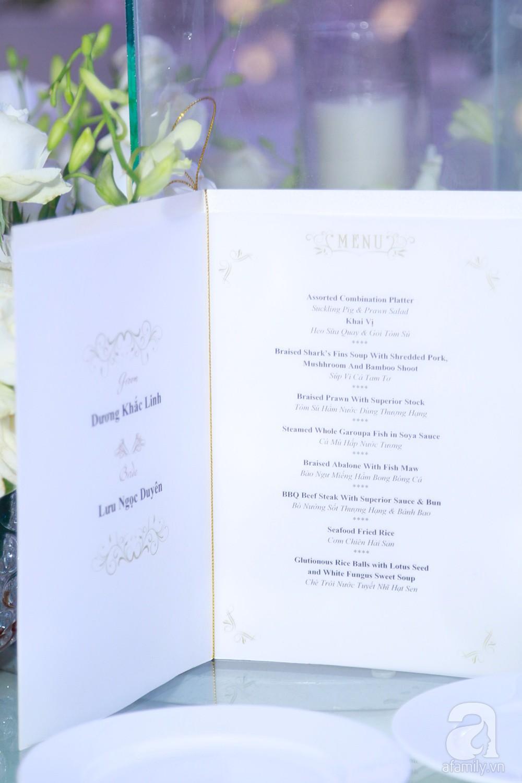 Cận cảnh không gian tiệc cưới xa hoa với thực đơn 5 sao đắt đỏ và hoa tươi tiền tỷ của Dương Khắc Linh - Sara Lưu - Ảnh 18.