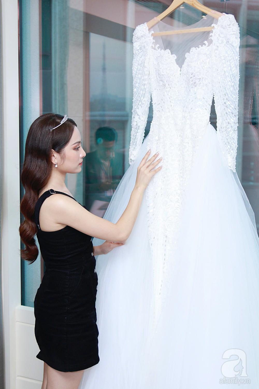 Độc quyền: Sara Lưu âu yếm Dương Khắc Linh trong phòng cưới trước giờ G  - Ảnh 4.