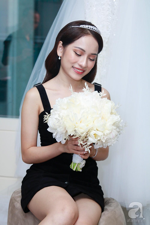 Độc quyền: Sara Lưu âu yếm Dương Khắc Linh trong phòng cưới trước giờ G  - Ảnh 8.