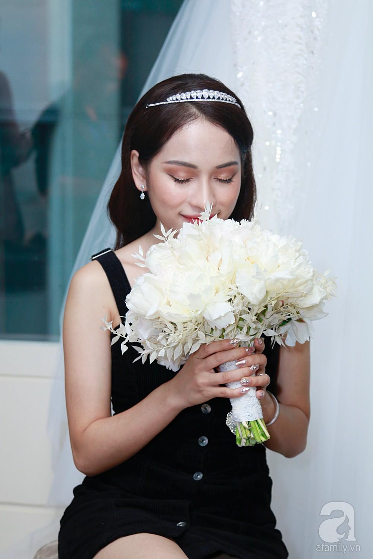 Độc quyền: Sara Lưu âu yếm Dương Khắc Linh trong phòng cưới trước giờ G  - Ảnh 9.