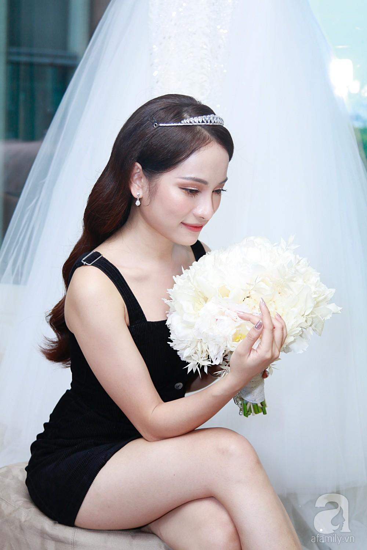 Độc quyền: Sara Lưu âu yếm Dương Khắc Linh trong phòng cưới trước giờ G  - Ảnh 10.