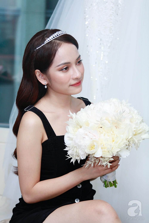 Độc quyền: Sara Lưu âu yếm Dương Khắc Linh trong phòng cưới trước giờ G  - Ảnh 13.