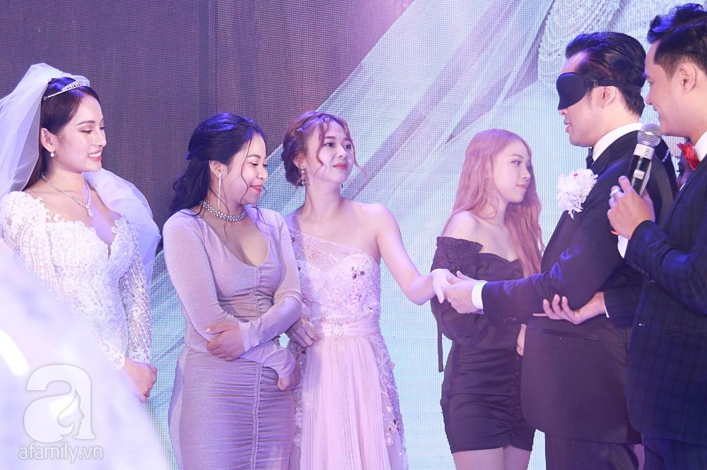 Chú rể Dương Khắc Linh suýt nhầm Hoàng Yến Chibi và Liz Kim Cương là vợ mình  - Ảnh 11.
