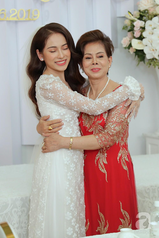 Đám cưới Dương Khắc Linh - Sara Lưu: Cô dâu xuất hiện cùng chị gái và bố mẹ ruột - Ảnh 4.