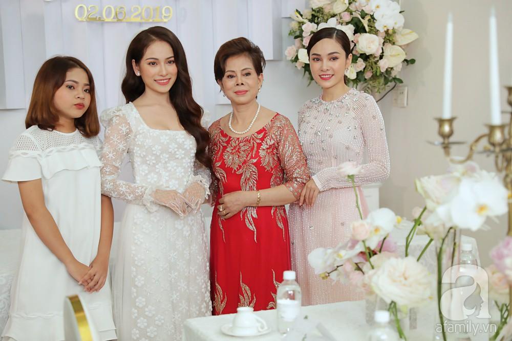 Đám cưới Dương Khắc Linh - Sara Lưu: Cô dâu xuất hiện cùng chị gái và bố mẹ ruột - Ảnh 3.