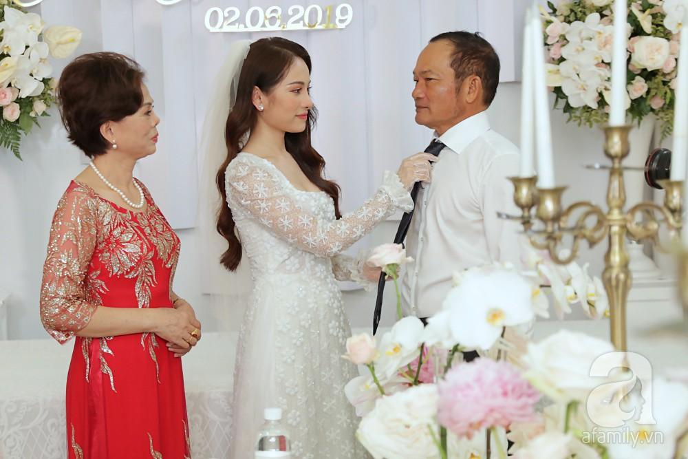 Đám cưới Dương Khắc Linh - Sara Lưu: Cô dâu xuất hiện cùng chị gái và bố mẹ ruột - Ảnh 2.