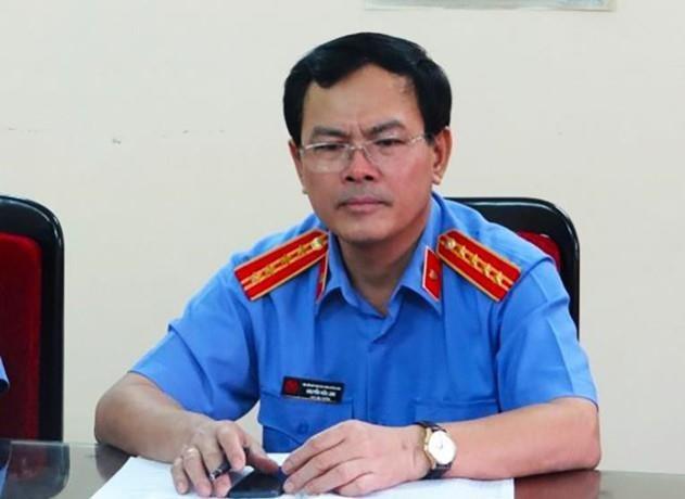 Gia đình bé 8 tuổi nói việc ôm hôn trong thang máy của Nguyễn Hữu Linh không thấy tổn hại gì với bé - Ảnh 2.